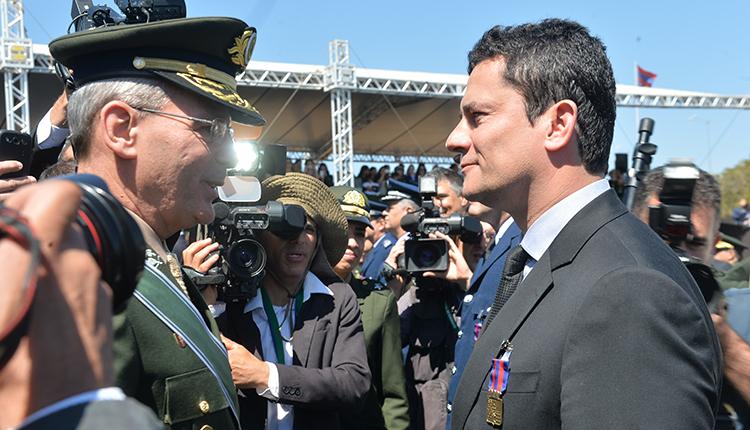 A próxima ditadura não será militar: vestirá toga.