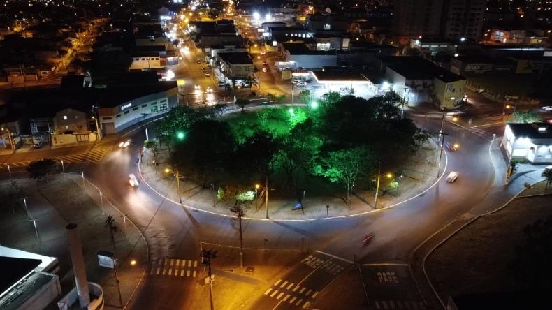 1/3 de toda iluminação pública de São Carlos será convertida para LED ainda este ano. Energia Fotovoltaica também está nos planos.
